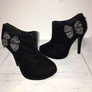 Black Velvet Platform Bow Shoe 7.5